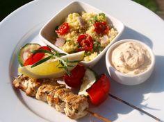 Sitronmarinerte kyllingspyd med grillede grønnsaker, fetakrem og basilikumcouscous.