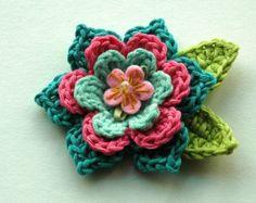 Gehäkelte Blume in kühlen Blautönen und Kalk von AnnieDesign
