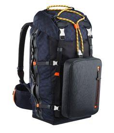 Damier Challenge, sofisticada mochila de Louis Vuitton para aventureros con estilo