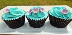 Blue flower cupcake2