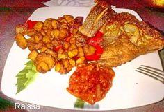 On Partage! Recette de tilapia grillé avec aloco et sa petite sauce tomate propose parRaissa. Pour 2 personnes: Aloco: 4 bananes plantains mures, Découpées les en dés et faite les griller dans l'huile bien chaude. Tilapia grille: Bien le vider Poisson tilapia et rincer le au jus de citron Ensuite faire des petites ouvertures afin … Banane Plantain, Sauce Tomate, Mets, Ratatouille, Pineapple, French Toast, Fruit, Breakfast, Ethnic Recipes