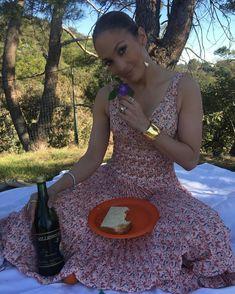 "216.8 mil Me gusta, 2,110 comentarios - Jennifer Lopez (@jlo) en Instagram: ""Lets have a Picnic!!! #momlife #mamaandsontime #LOVE : by Maximilian"""
