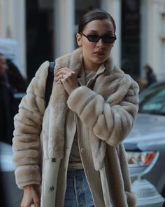 """14 curtidas, 1 comentários - BELLA HADID UPDATE. (@bhadidupdate) no Instagram: """"