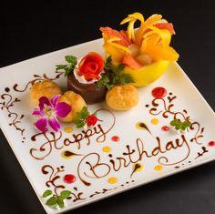 バースデープレート - Google 検索 Fruit Decorations, Dessert Decoration, Anniversary Dessert, Chocolate Drawing, Fruit Buffet, Food Plating Techniques, Brithday Cake, Sushi Party, Birthday Plate