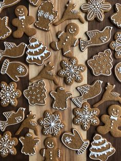 Cute Christmas Cookies, Christmas Food Gifts, Christmas Sweets, Christmas Mood, Holiday Cookies, Christmas Candy, Christmas Baking, Gingerbread Decorations, Gingerbread Cookies