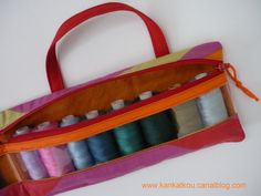 Les couturières s'équipent - KanKatKou Coin Purse, Purses, Wallet, Bags, Scrappy Quilts, Needlepoint, Bag Patterns, Sewing Projects, Sewing