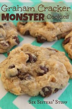 We absolutely love these graham cracker monster cookies. They have a secret ingredient that makes them very moist - sweetened condensed milk! You'll love the graham crackers in these monster cookies. Köstliche Desserts, Delicious Desserts, Dessert Recipes, Yummy Food, Cheesecake Desserts, Raspberry Cheesecake, Pumpkin Cheesecake, Health Desserts, Yummy Cookies