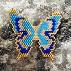 #kelebek #butterfly #miyuki #miyukibeads #miyukijewelry #miyukitakı #kolye #broş #handmade #elyapımı #accessories #accessory #takı #takıtasarımı #tasarım #mavi #peyote #iyigeceler #goodnight #mavi #gunaydın #goodmorning #stil #tarz #2018 Seed Bead Patterns, Beaded Jewelry Patterns, Beading Patterns, Butterfly Cross Stitch, Peyote Beading, Tear, Beaded Animals, Smileys, Bead Jewellery