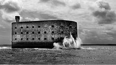 Magnifique photo du Fort Boyard en noir & blanc | Charente-Maritime Tourisme #charentemaritime | #FortBoyard