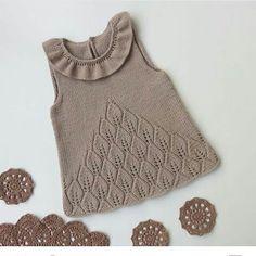 27 New Ideas Crochet Bebe Poncho Knitting Patterns Baby Knitting Patterns, Knitting For Kids, Knitting Designs, Knit Baby Dress, Baby Cardigan, Crochet Baby, Knit Crochet, Knitted Poncho, Baby Sweaters
