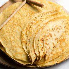 This easy crepe recipe makes the best French crêpes! This basic crepe recipe is the only one you need to make perfect French crepes. Learn tips and tricks. Egg Recipes For Kids, Best Egg Recipes, Delicious Cake Recipes, Brunch Recipes, Yummy Cakes, Breakfast Crepes, Savory Breakfast, Sweet Breakfast, Breakfast Ideas
