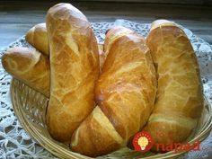 Domácí křupavý chlebík: Hotový raz-dva, voní po celém domě a chutná úžasně! Hungarian Recipes, Russian Recipes, Bread Recipes, Cooking Recipes, Croissant Bread, Good Food, Yummy Food, Czech Recipes, Bread And Pastries