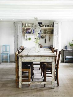 Cool rustic table. I love the beautiful chandilier for a great contrast !