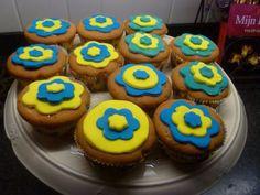 Happy flower vanilla cupcakes