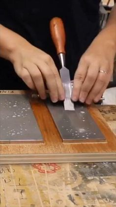 Easy Woodworking Projects, Woodworking Techniques, Woodworking Tools, Wood Projects, Restore Wood Furniture, Repurposed Furniture, Cool Tattoos, Amazing Tattoos, Car Tools