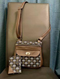 Sac Polka et portefeuille Compère en simili bronze et imprimé fleuri cousus par Ess Telle - Patrons Sacôtin