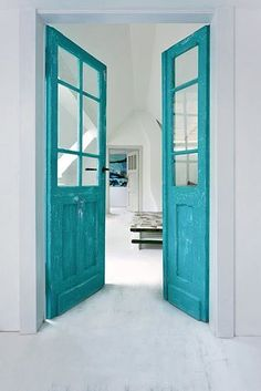 turquoise doors on white wall - porte peinte - painted door - contraste blanc / bleu turquoise - contraste white / teal Interior Design Inspiration, Home Decor Inspiration, Turquoise Door, Tall Cabinet Storage, Locker Storage, Blog Deco, Home And Deco, Cottage Homes, Shades Of Teal