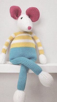 A cuddly mouse for our little ones - Amigurumix Amigurumi Patterns, Knitting Patterns Free, Free Pattern, Crochet Toys, Free Crochet, Knit Crochet, Sock Animals, Knitted Animals, Crochet Dolls