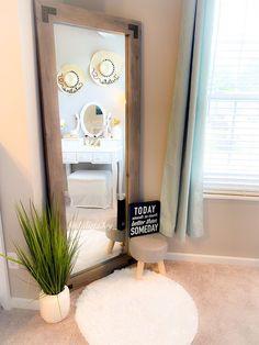 Bedroom Corner, Room Ideas Bedroom, Home Bedroom, Bedroom Decor, Living Room Decor, Master Bedroom, Mirror For Bedroom, Mirror Room, Floor Mirror