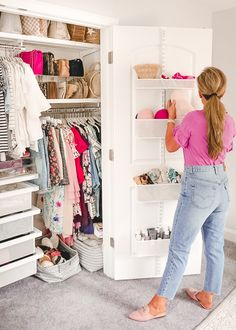 A Mix of Min provides tips on optimizing closet space with The Container Store and their customer Elfa closets. Wardrobe Organisation, Small Closet Organization, Purse Organization, Organizing Shoes, Small Closet Storage, Clothing Organization, Wardrobe Storage, Elfa Closet, Closet Space