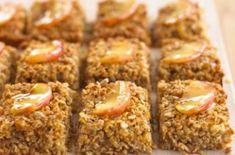40 easy tray bake recipes - Apple and cinnamon flapjacks - goodtoknow Flapjack Recipe, Tray Bake Recipes, Snack Recipes, Dessert Recipes, Baking Recipes Uk, Uk Recipes, Easy Recipes, Vegan Recipes, Recipes