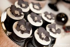 Black and white flower topped cupcakes // from a beautiful Great Gatsby themed dessert table