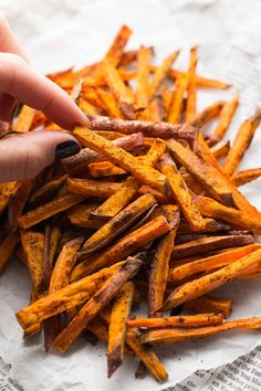 AWESOME 128 c 0 fat serves 4 so that would be half a sweet potato's worth of fries :) The absolute BEST baked sweet potato fries! You won't be able to stop eating these! Just 4 ingredients & so easy! Best Baked Sweet Potato, Sweet Potato Cinnamon, Sweet Potato Chips, Sweet Potato Recipes, Baked Potato, Side Dish Recipes, Veggie Recipes, Real Food Recipes, Side Dishes