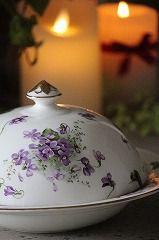 ココン・フワット Coconfouato [アンティーク照明&アンティーク家具] イギリスアンティーク・フランスアンティーク・アンティーク家具・アンティークシャンデリア・ナチュラルファッション Sweet Violets, Antiques, Violets, Antiquities, Antique, Old Stuff