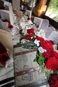 """Tischdekoration mit roten Rosen und Efeu in Koffern, Hochzeitsmotto """"Travel with us"""" - Center piece with red roses and ivy in suitcases - Heiraten in Garmisch-Partenkirchen - Wedding in Bavaria - Riessersee Hotel Resort, Seehaus am Riessersee"""