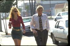 Disheveled Attorney, coffee in togo cups—Julia Roberts and Albert Finney in 'Erin Brockovich. Cinema Film, Film Movie, Julia Roberts Erin Brockovich, Great Movies, New Movies, Movies Worth Watching, Work Looks, Best Actor, Passion For Fashion