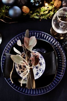 Shades of deep blue give this table setting an elegant, festive look. This style is characterised by a blue tablecloth, blue place mats, and an elegant mix of different plates. Use eucalyptus branches to emphasise the romantic look. #myIKEA #xmas #tablesetting #blueshades #winter #style #scandinavian #skandi #plates #cutlery #eucalyptus #decor #home #natural #decoration #interior #christmasdecor #Weihnachten #Weihnachtsdekoration #Tischdeko #Tisch #decken Christmas Table Settings, Christmas Decorations, Easy Desserts, Dessert Recipes, Blue Tablecloth, Eucalyptus Branches, Place Mats, Winter House, Centerpiece Decorations