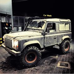 LandRover, who else spends most the time at the car wash with their landy?