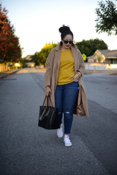 Curvy Girl Fashion Outfits, Plus sized clothing, fashion tips, plus size fall wardrobe and refashion. Fall and Autmn Fashion Outfits Trends for Plus Size. Curvy Outfits, Mode Outfits, Casual Outfits, Fashion Outfits, Easy Outfits, Sneakers Fashion, Fashion Tips, Look Plus Size, Plus Size Jeans