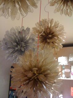 Adorable hanging mobile that I saw at Anthropologie in Fort Worthj . . . a styrofoam ball, plastic spoons, could lengths of string, and spray paint . . . and voila!  A Hanging art installation!