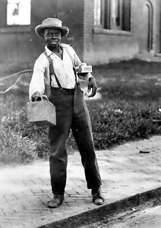African American Boy African American boy holding out shoe shine box. 1899 Vintage African American photography courtesy of Black History Album, The Way We Were. Does not look african. Vintage Photographs, Vintage Photos, American Photo, American Art, African Diaspora, Thing 1, African American History, Black People, Black Is Beautiful