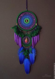 Stunning Dream Catcher Ideas to get only Pleasant Dreams -TastyMatters Dream Catchers are Widely Used as Home Decor.Here are Some Handpicked Dream Catcher Ideas to Protect You from Bad Dreams,Nightmares,Negativity Image Tatoo, Los Dreamcatchers, Dream Catcher Decor, Dream Catcher Mobile, Beautiful Dream Catchers, Crochet Dreamcatcher, Watercolor Dreamcatcher, Diy And Crafts, Arts And Crafts