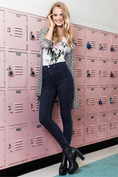 The hallway is your runway - rock it in a white floral tee, black & white textured cardigan, and dark blue skinny jeggings. │ H&M Divided