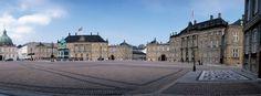 O Palácio de Amalienborg (Amalienborg Slot, em dinamarquês) é uma das mais famosas e talvez a mais importante atração turística de Copenhaga. É a residência oficial da Família real dinamarquesa, situado na capital Copenhaga