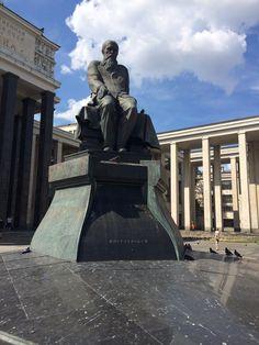 Памятник Достоевскому у библиотеки имени Ленина/Monument to Dostoevsky in the Lenin Library