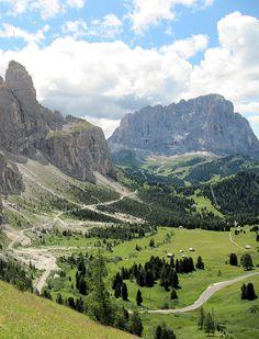 Blick vom Grödner Joch zur Sellagruppe wurde in Italien, Grödner Joch aufgenommen und hat folgende Stichwörter: Italien, Südtirol, Dolomiten.