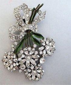 Vintage-TRIFARI-Pave-Floral-Clip-Pin-Brooch-w-Enameled-StemsSigned