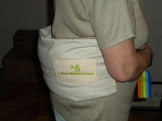Almohada Multifunción  Rellena con cedrón, lavanda orgánica Y semillas de lino. APTA PARA MICROONDAS. Esta almohada ha sido diseñada especialmente para el alivio de dolores en la espalda, especialmente en la cintura o zona lumbar. También se puede usar, para apoyar toda la columna en forma vertical, acostada/o y descansar sobre la almohada. Otros usos: para el cuello, en las vértebras cervicales envolviendo la zona.   Puede utilizarla estando: sentado/a, acostado/a y parada/o.