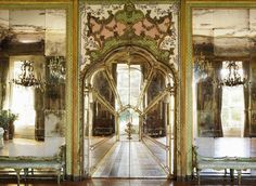 Hôtel de Boisgelin ou Hôtel de la Rochefoucauld-Doudeauville (1732) 47-49 rue de Varenne Paris 75007.  Architectes :  Jean-Sylvain Cartaud & Henri Parent. Décor à l'italienne.