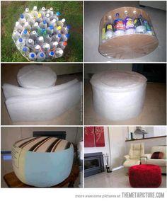 Un puf hecho de botellas de plástico