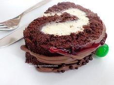 uzun zamandır rulo pasta yapmamıştım.nerden aklıma geldiyse soluğu mutfakta aldım.yarım saat içinde pastamızı hazırladım.defterime k...