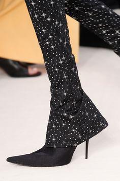 Balenciaga Spring 2017 Ready-to-Wear Fashion Show Details