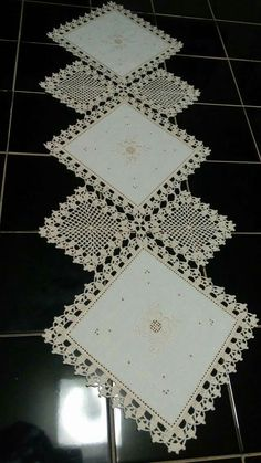 this pin was discovered by Free Crochet Doily Patterns, Crochet Motifs, Crochet Borders, Crochet Doilies, Easy Crochet, Crochet Lace, Crochet Bedspread, Crochet Curtains, Crochet Table Runner