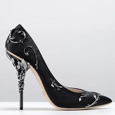 """The Ralph & Russo """"Eden"""" pump. Available for pre-order at our boutique in @harrods or by contacting enquiries@ralphandrusso.com #ralphandrusso #shoes"""