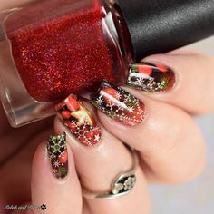 Classic holiday mani using @milvart_naildesign water decals. Check out my blog (link in bio) for more #milvwaterdecals in great unique designs!  #milv #milvnailart #nailart #waterdecals #prsample