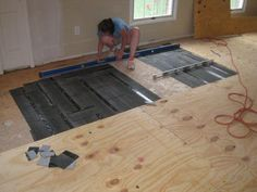 How to Level a Plywood or OSB Subfloor Using Asphalt Shingles & Construction Felt - One Project Closer Informations About How to Level a Plywood or OSB Subfloor Using Asphalt Shingles & Construction F Remodeling Mobile Homes, Home Remodeling, Plywood Subfloor, Old Wood Floors, Painted Floors, Diy Flooring, Laminate Flooring, Inexpensive Flooring, Modern Flooring
